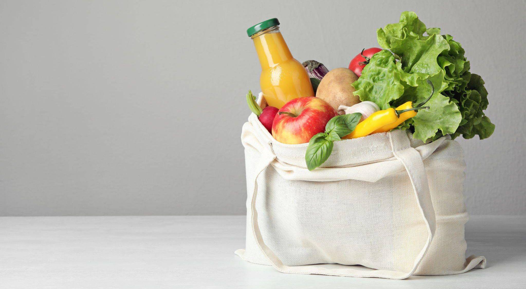 Bank Żywności w Chojnicach na bieżąco przyjmuje dostawy żywności i prowadzi wydania