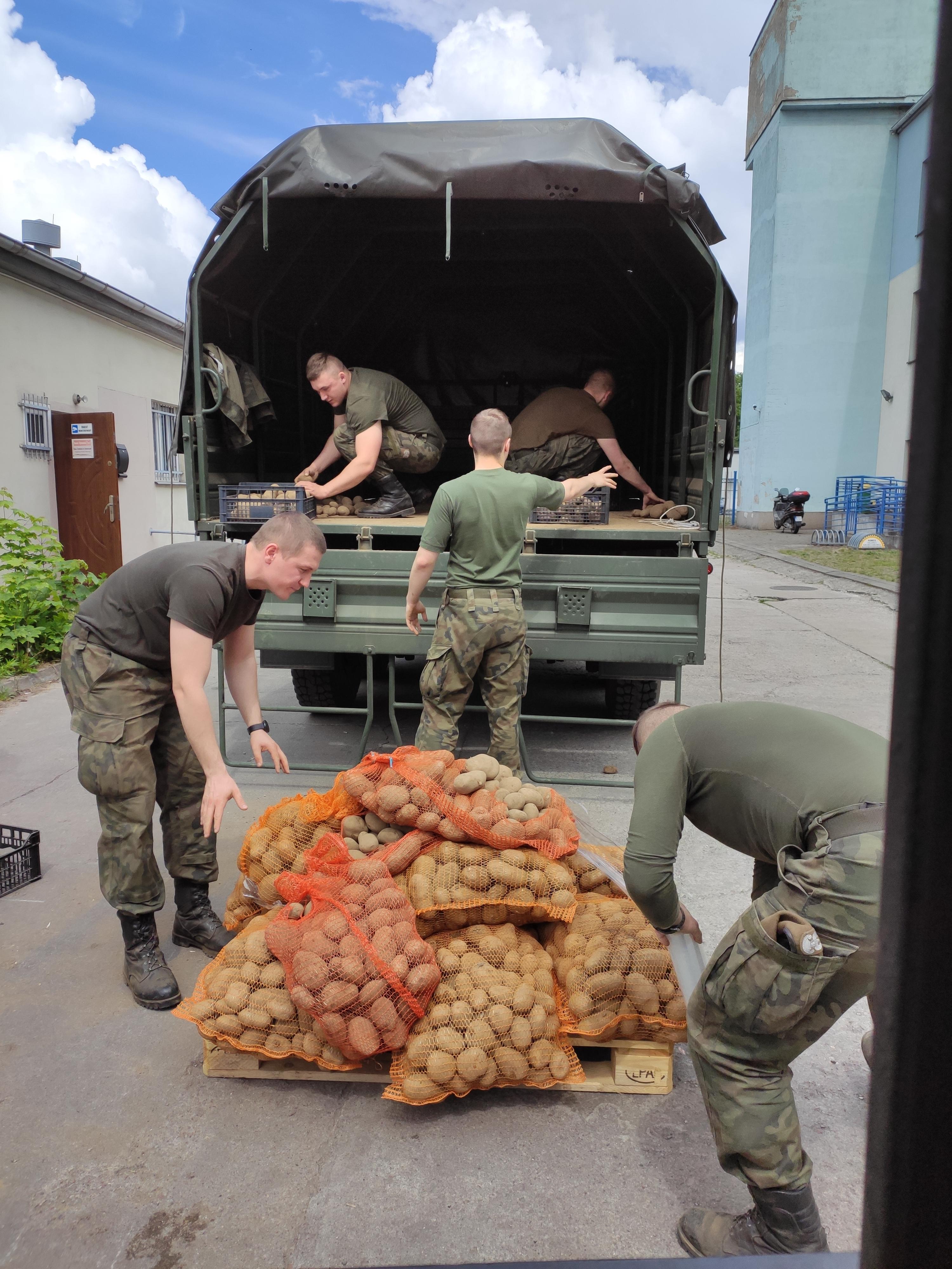 Dostawy do Banku Żywności w Chojnicach wspierane przez WOT
